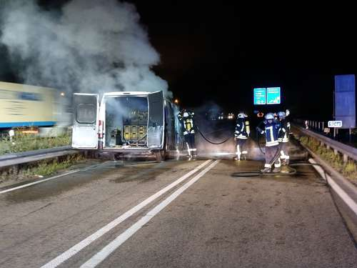 A7: Post-Transporter ging in Flammen auf