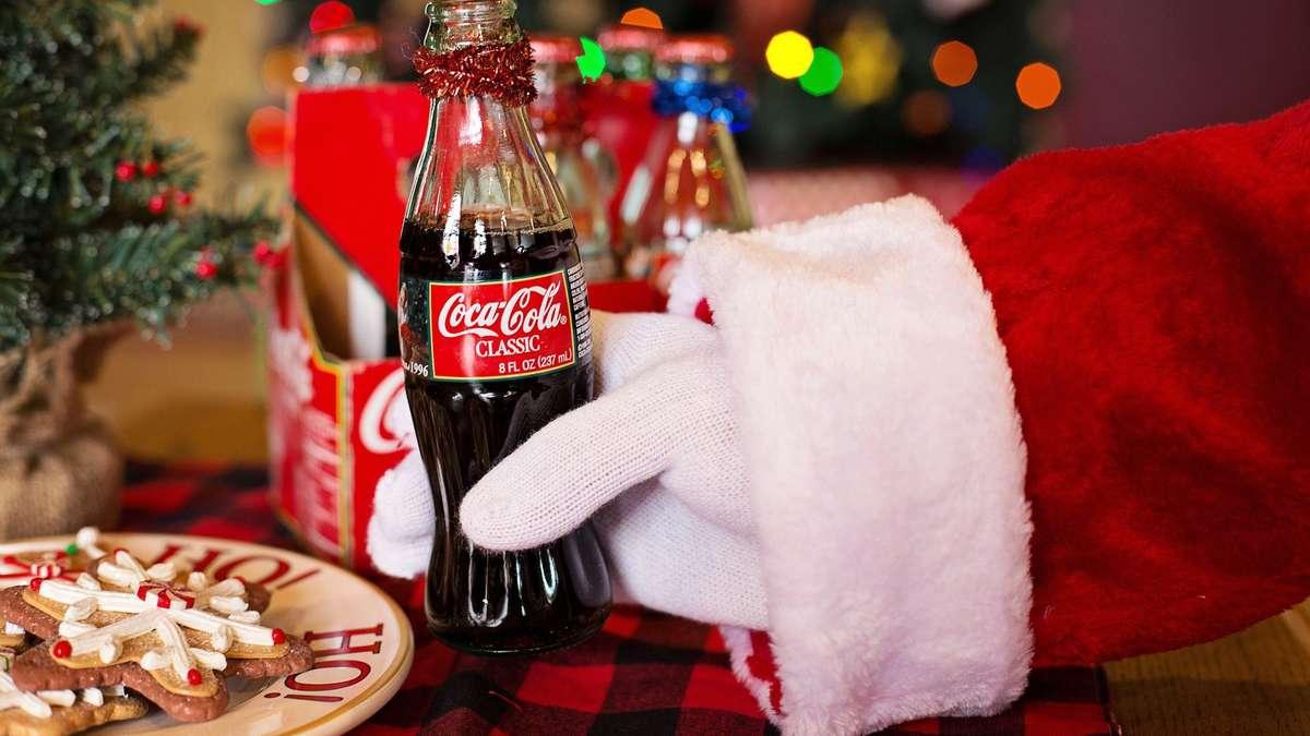 coca cola weihnachtstruck in kassel werbung mit dem weihnachtsmann kassel