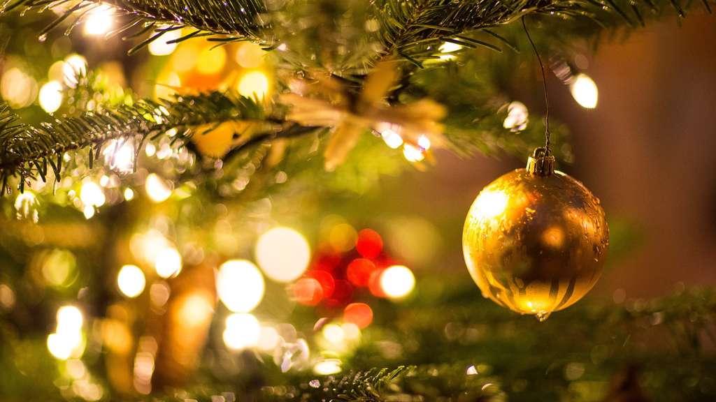 Weihnachtsbaum Fertig Dekoriert Kaufen.Wie Schmücke Ich Einen Weihnachtsbaum Tipps Und Tricks Zum