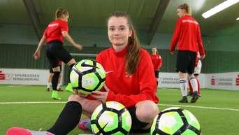 Fussball In Kassel Jaqueline Baumgartel Spielt Mit Jungs Und