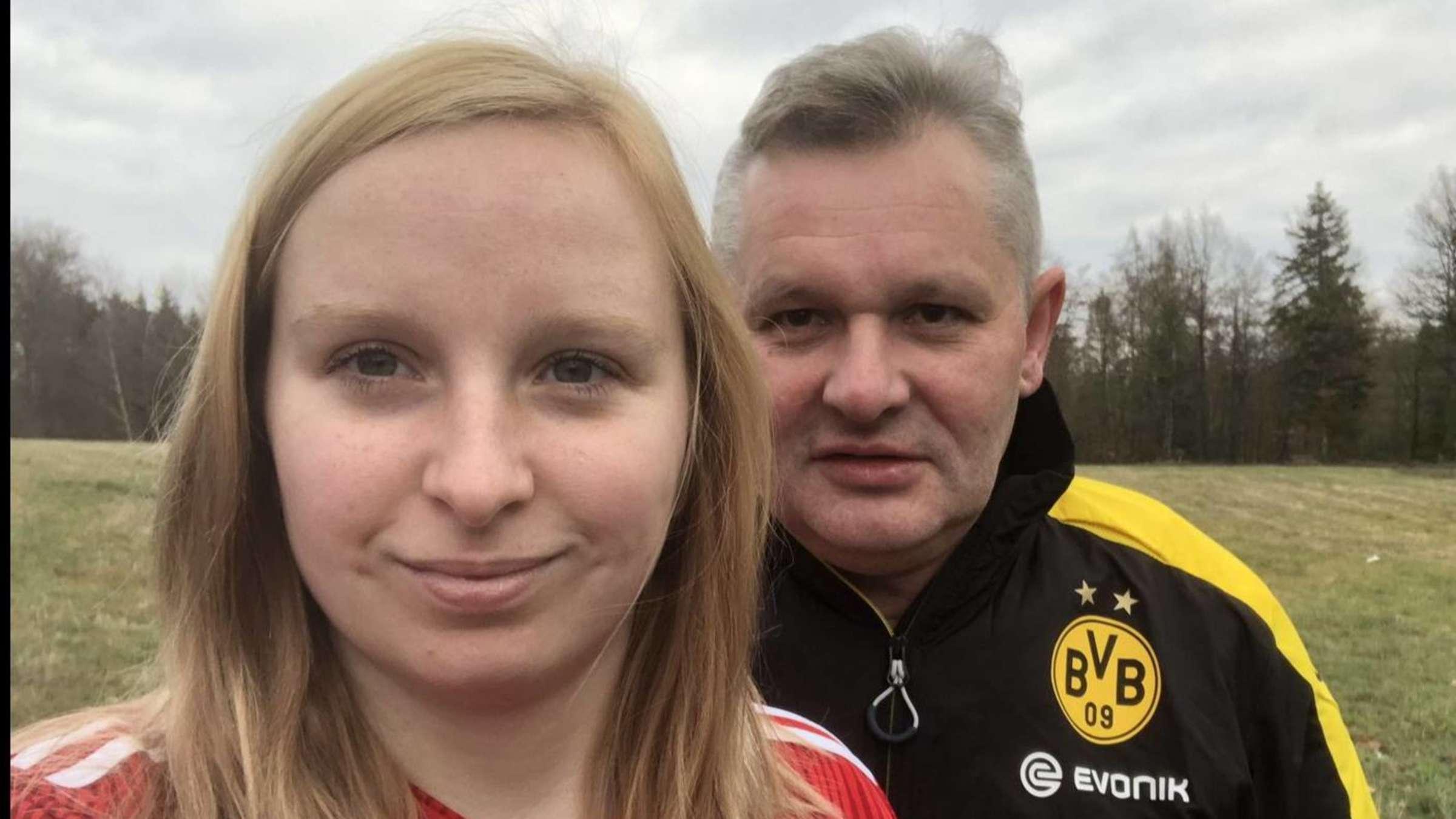 Bayern Gegen Dortmund Paare Als Fussball Fans Vor Dem