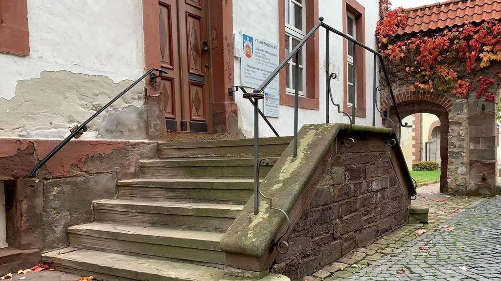 Die Bislang Aufgeschobene Sanierung Des Moringer Rathauses