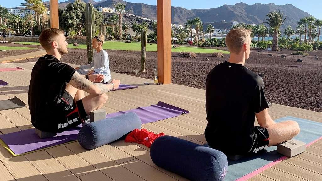 MT Melsungen im Trainingslager: Es darf dann auch mal Yoga sein