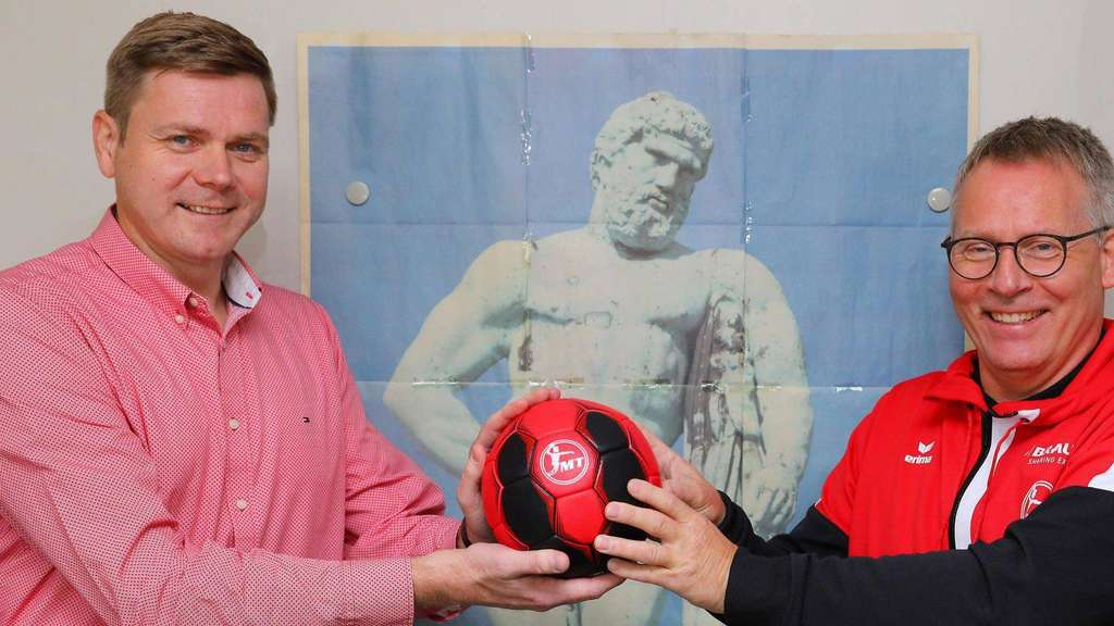 MT-Manager Axel Geerken und Trainer Gudmundur Gudmundsson beim Interview in der Redaktion