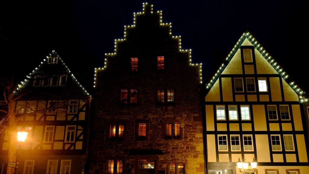 Orange Day: Steinhaus in Frankenberg orange beleuchtet