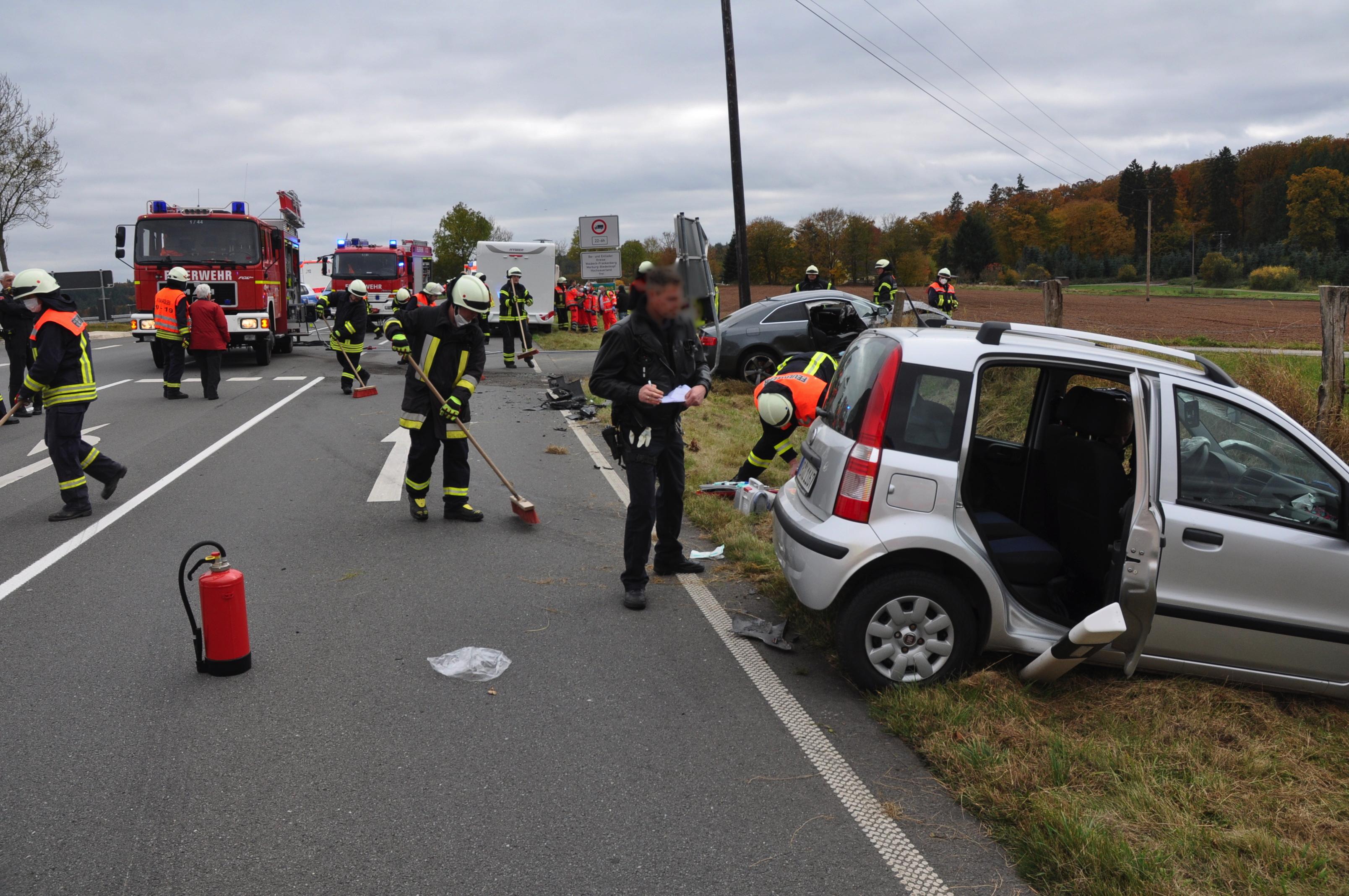 Schwerer Unfall bei Bad Arolsen: Mehrere Verletzte  - Rettungshubschrauber im Einsatz